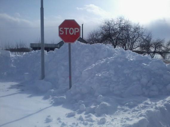 Снігу стоп. Понеділок, 25 березня. Територія біля АЗС «Нефіда»
