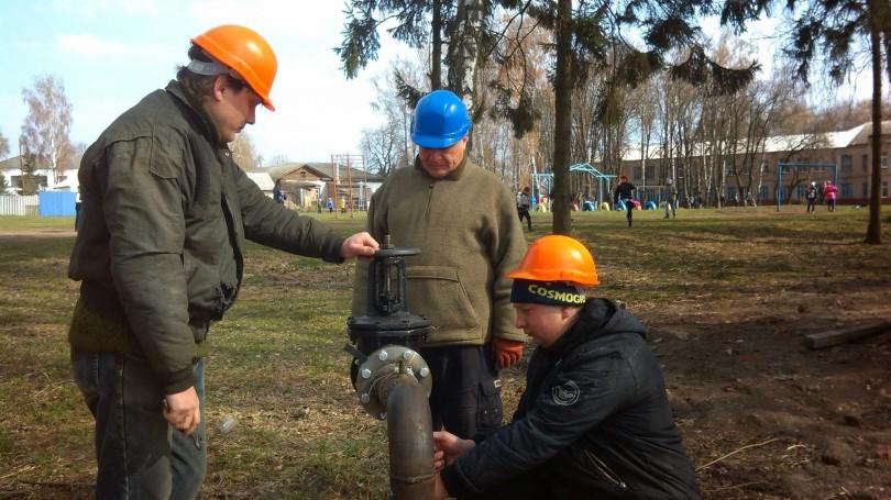 Продовжується будівництво свердловини №9 (біля школи імені Шевченка).