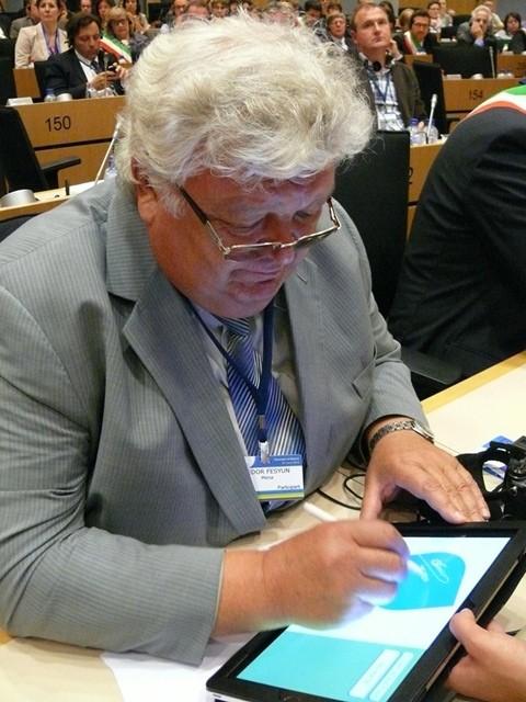 25 червня 2013 року у Брюсселі відбулася щорічна церемонія підписання Угоди мерів. Підписав Угоду, зокрема, голова Менської міської ради Федір Фесюн.